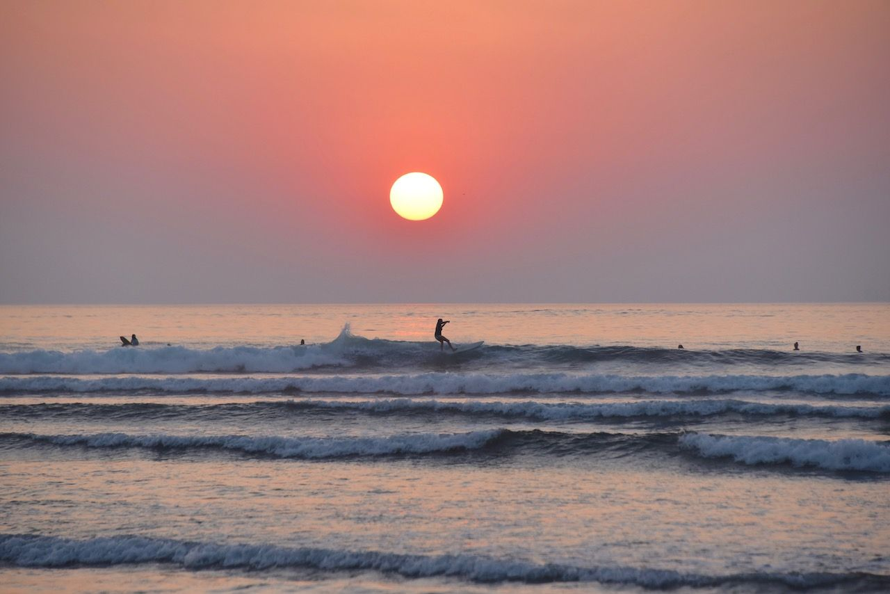 Saladita sunset surfers