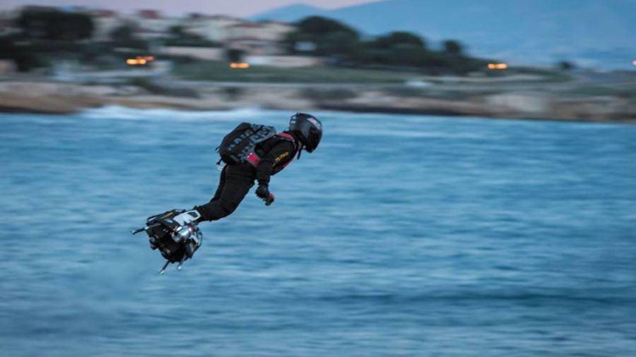 French inventor crossed the English Channel on a jet-powered hoverboard in just 20 minutes