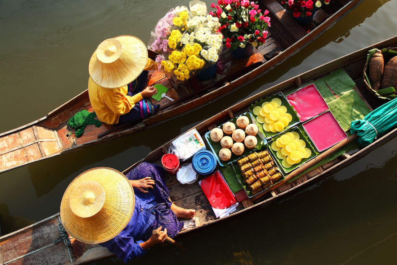 Two vendors at Damnoen Saduak Floating Market
