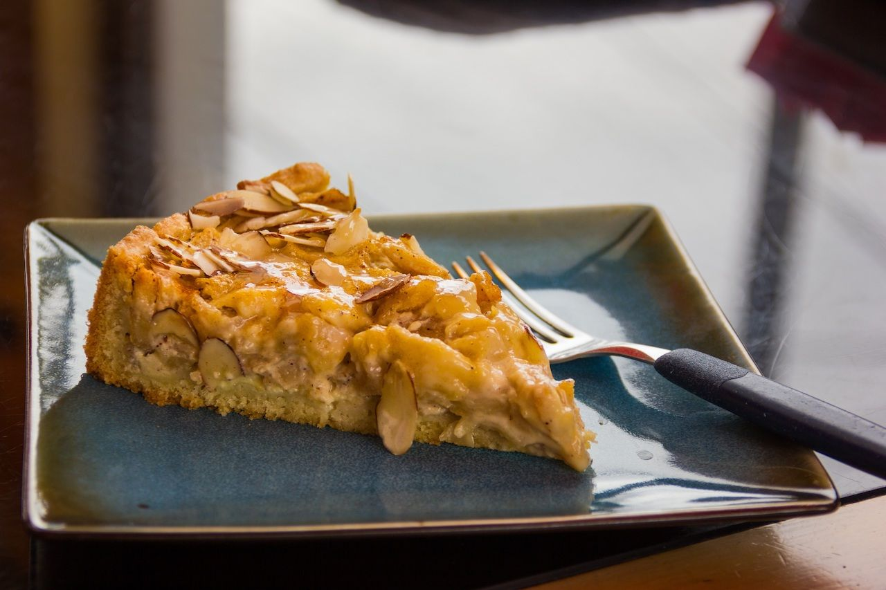 apple almond kuchen cake