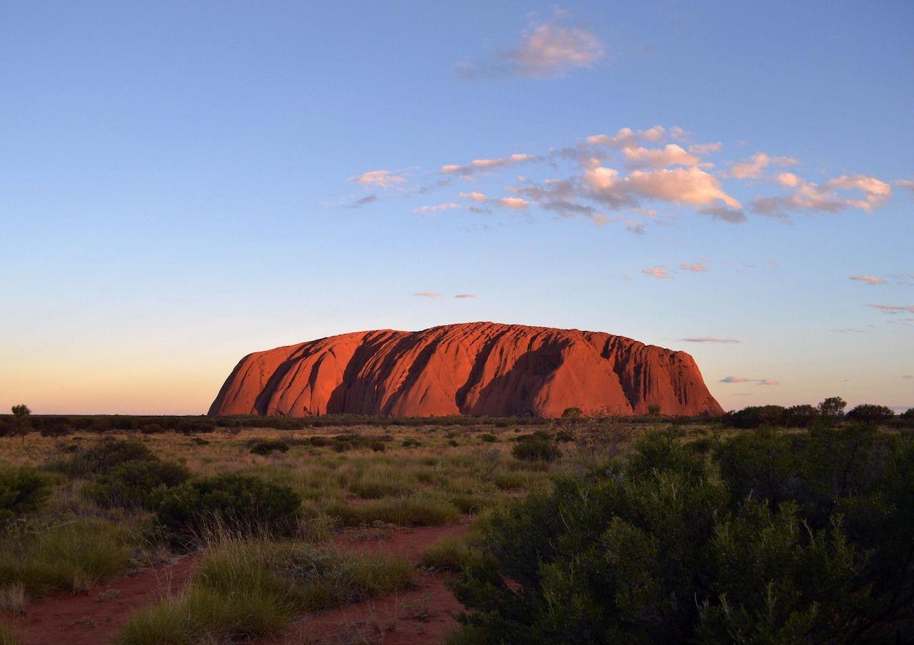 Hikers flock to Uluru before closure