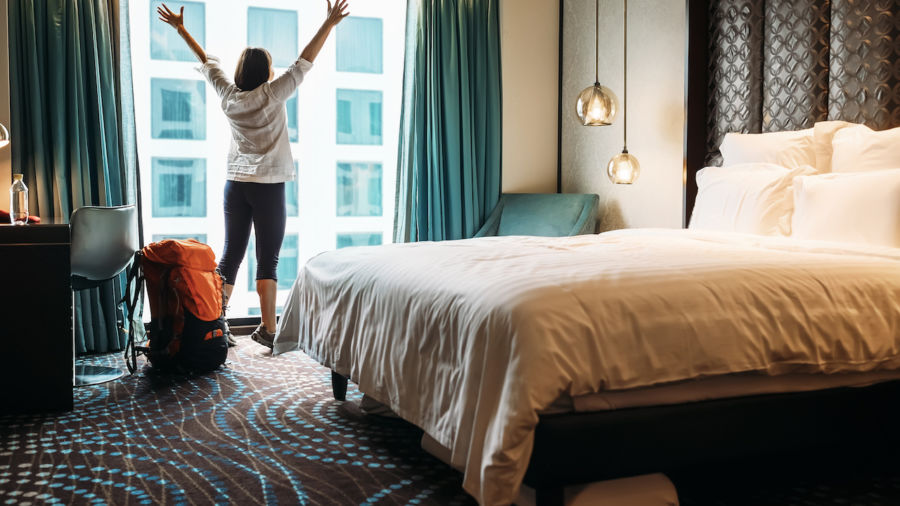 This genius hotel hack spawned a thread of creative travel hacks on Twitter
