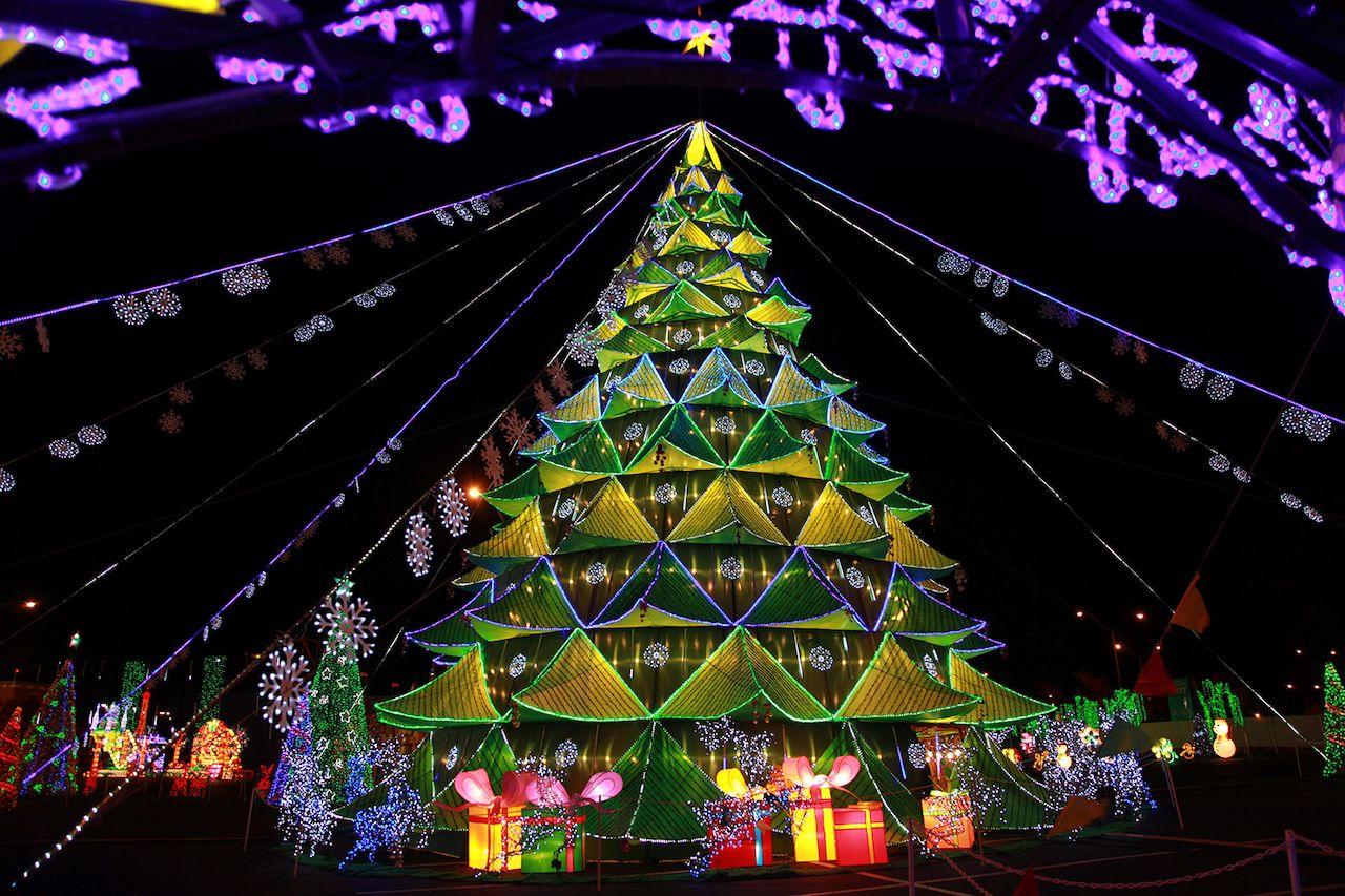 Christmas tree lantern festival