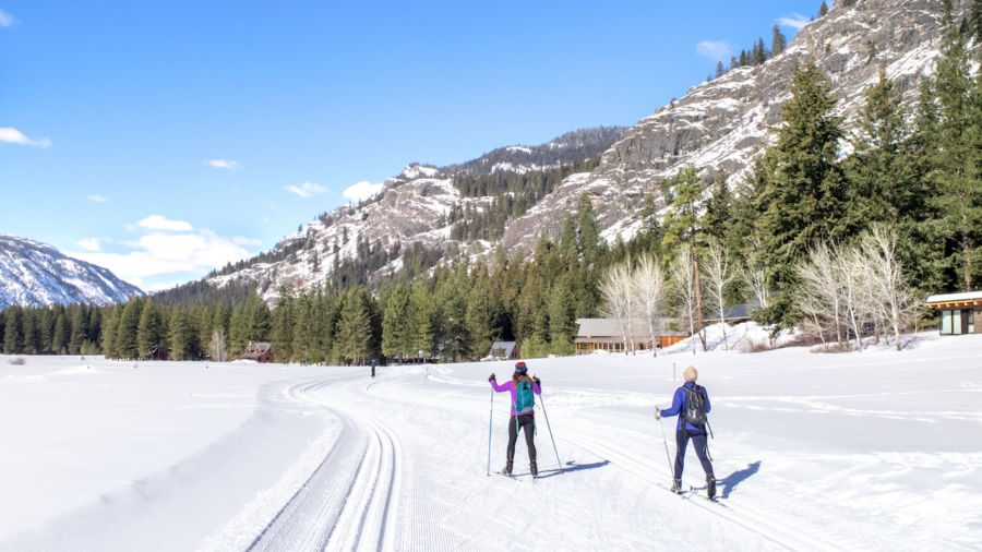 6 stunning places to snowshoe and cross-country ski in Washington
