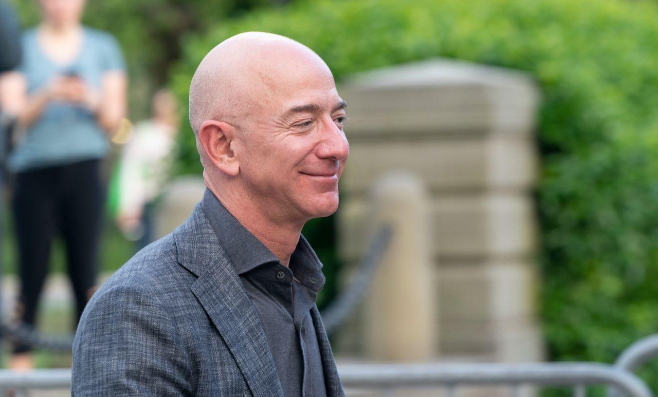 Jeff Bezos donates $10 billion