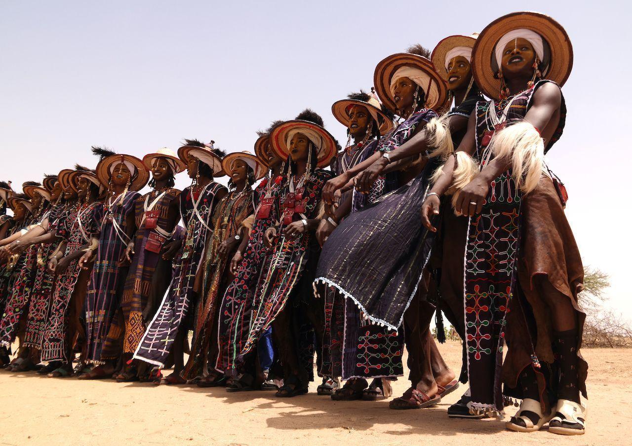Men dancing Yaake dance and singing at Guerewol