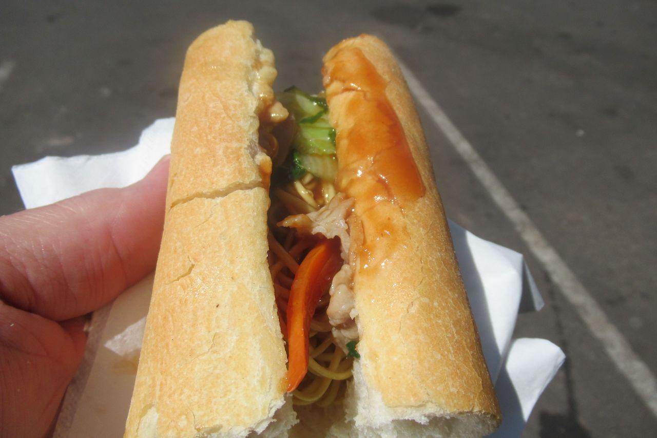 chow-mein-sandwich