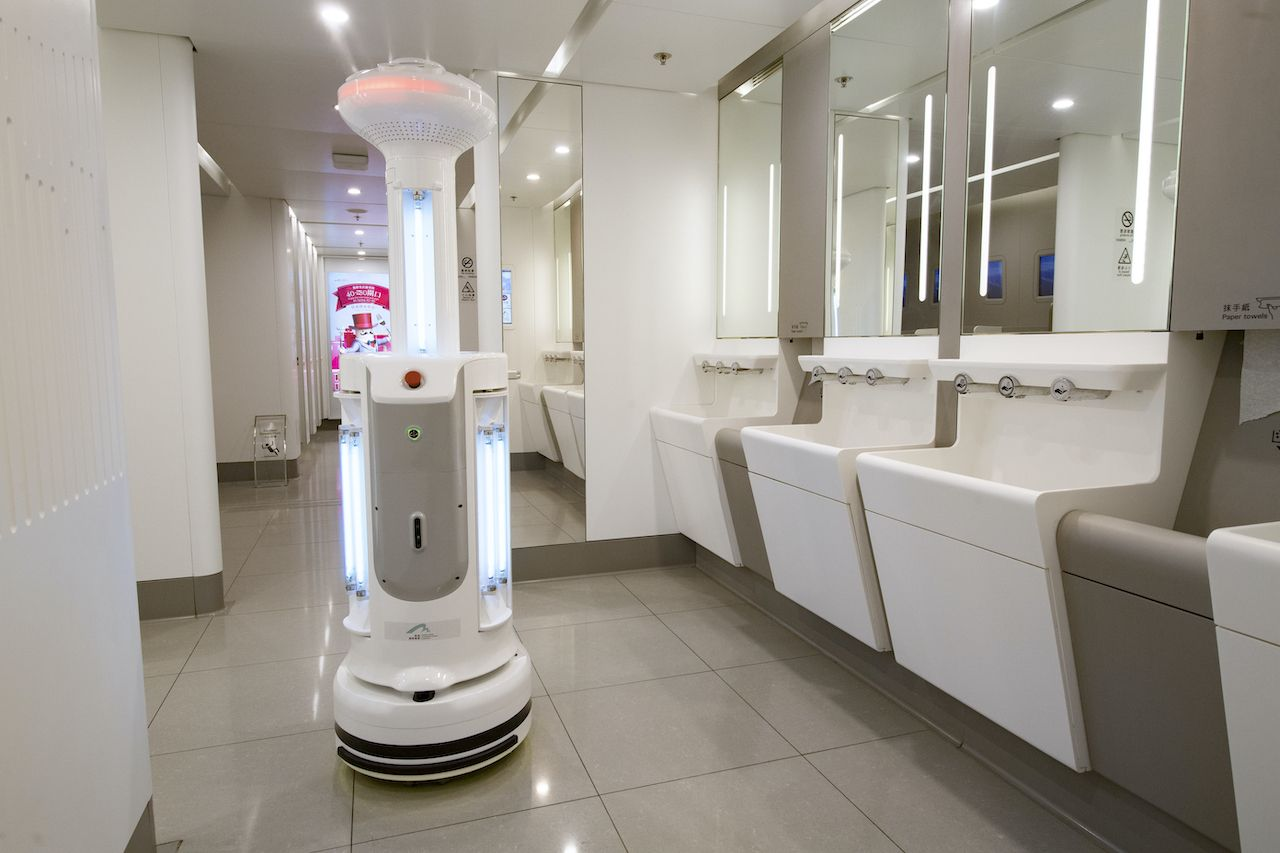 Intelligent Sterilization Robots in Hong Kong airport
