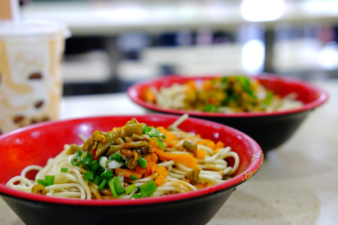 hot-dry-noodles-in-bowl-wuhan