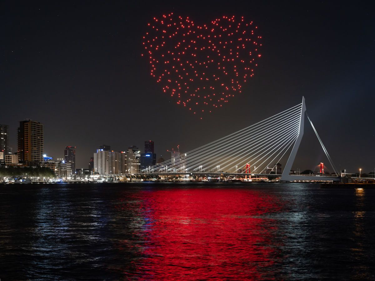 300 drones over Rotterdam lit up the sky in the shape of a beating ...