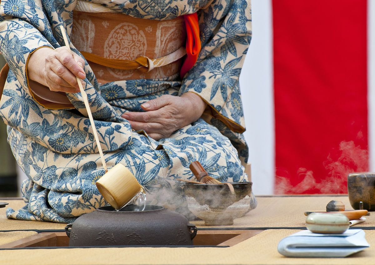 How to conduct your own traditional Japanese tea ceremony
