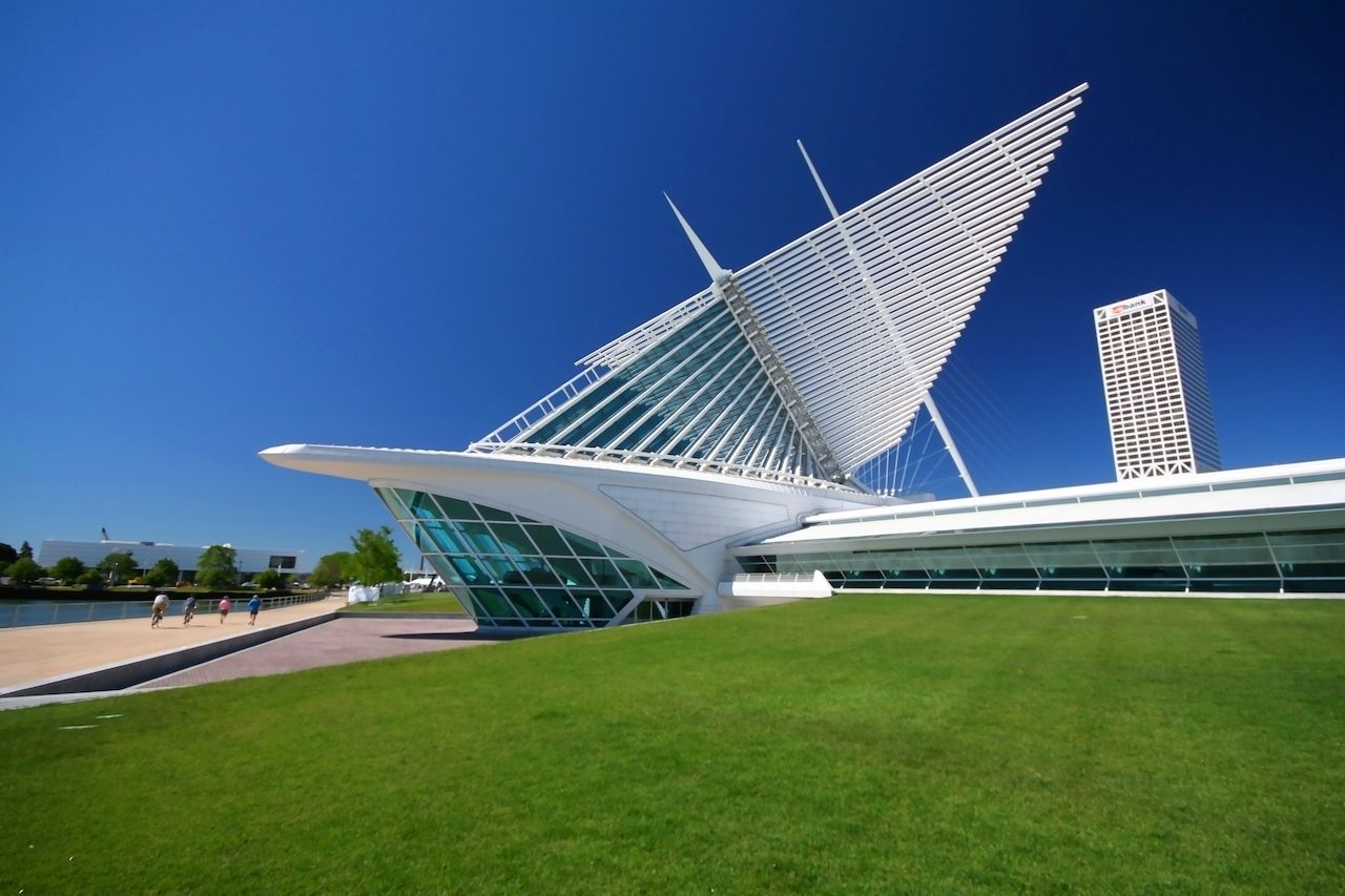 The Milwaukee Art Museum in the summer day with clear blue sky