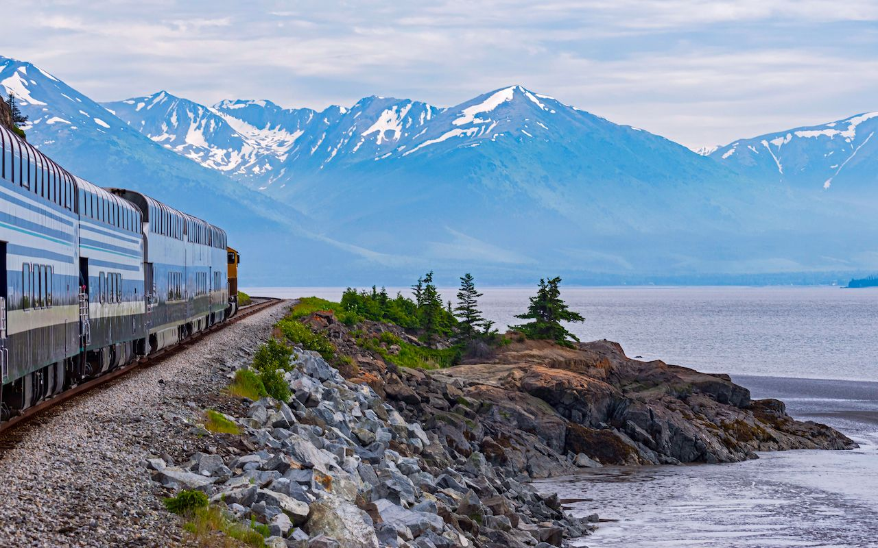 Best train travel routes in the US