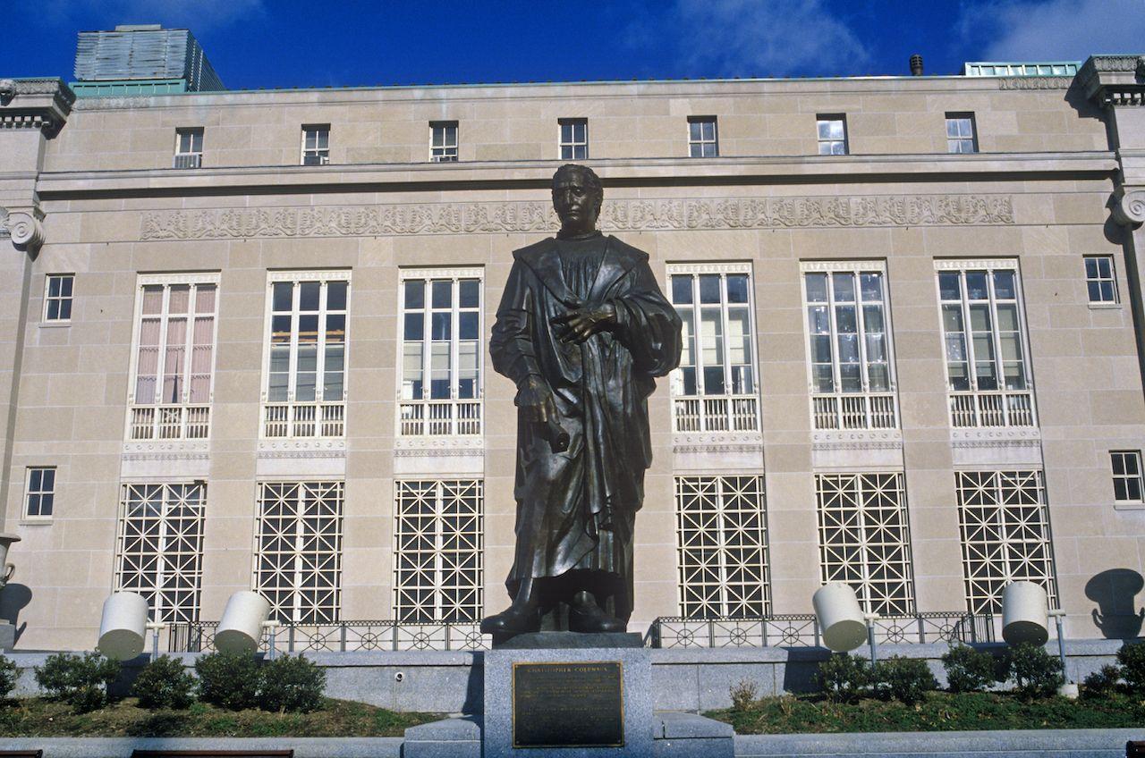 Columbus statue torn down in Ohio