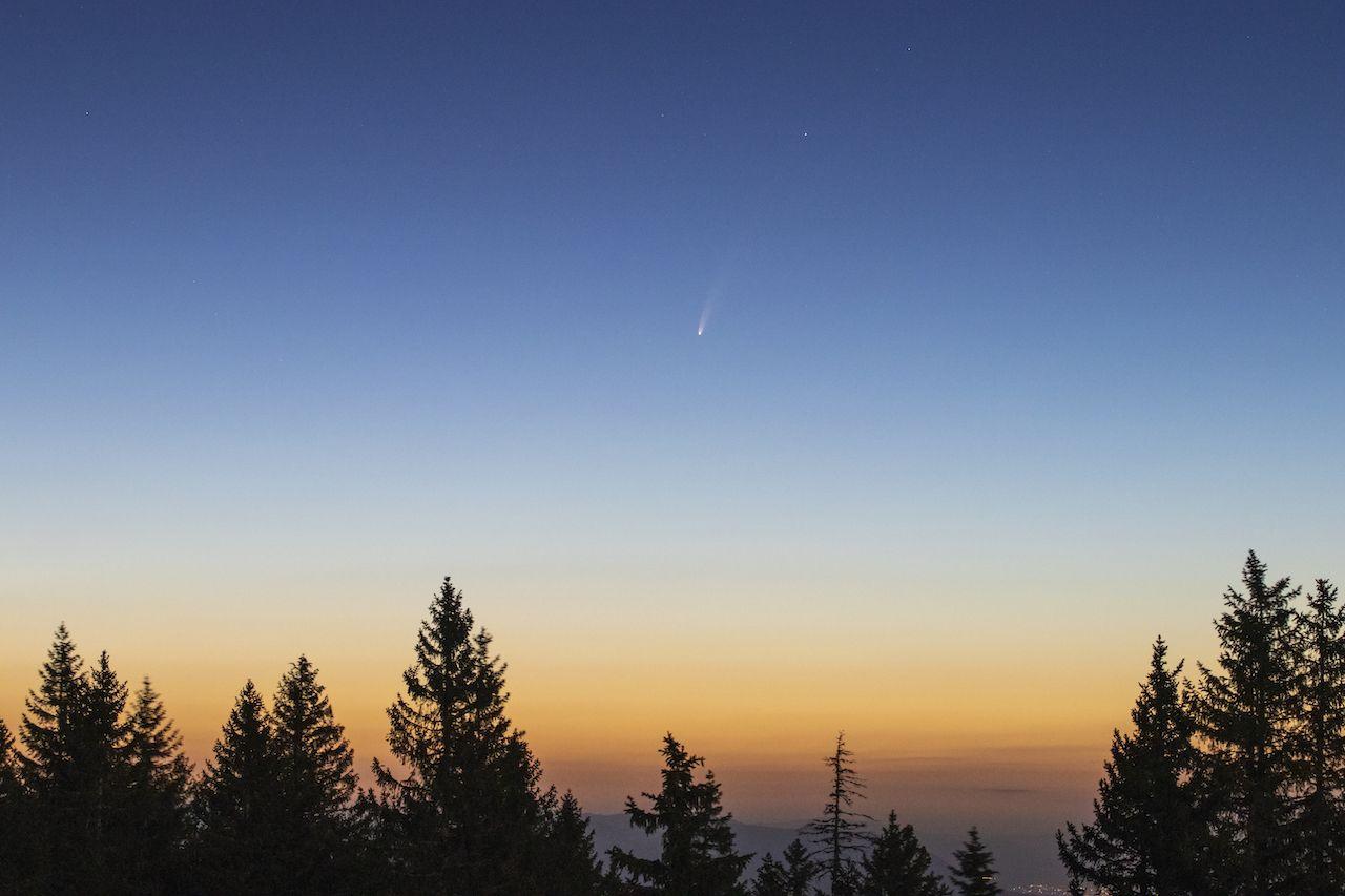 Neowise wide field July 7 dawn