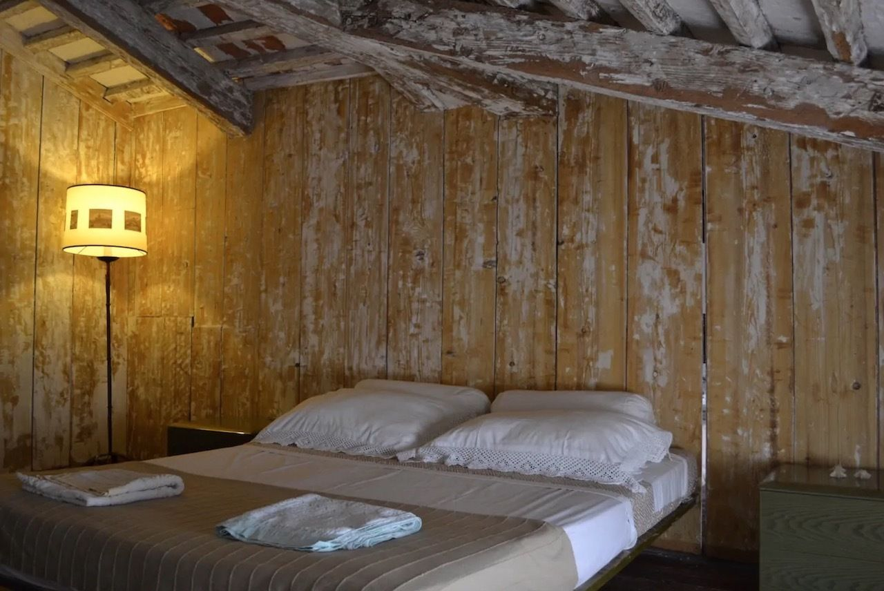 Bedroom in farmhouse for rent on private island in Venice