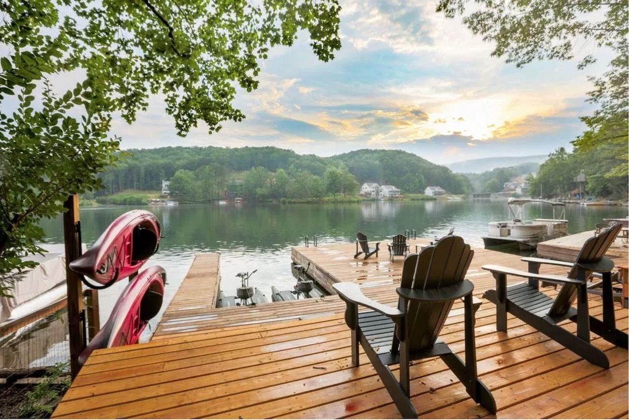 Lake Arrowhead Luxury Lakefront Cottage in Waleska, Georgia, United States
