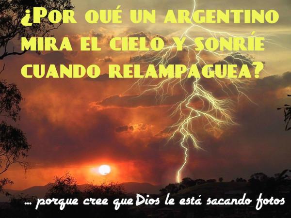 ¿Por qué un argentino sonríe cuando hay relámpagos? Porque cree que Dios le está sacando fotos