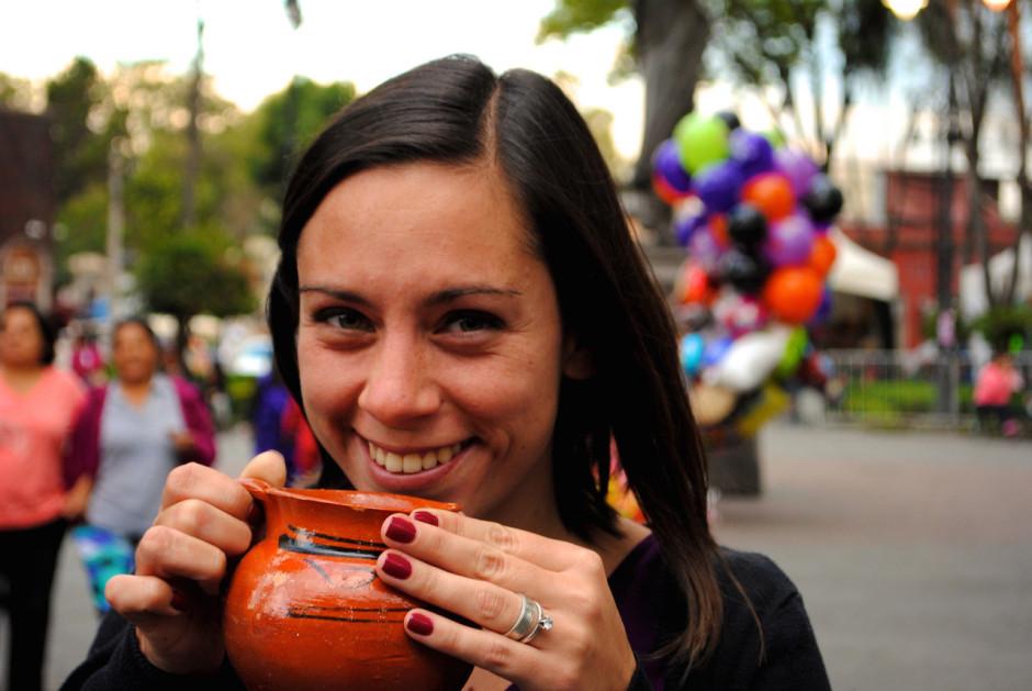 Tomando ponche en Coyoacán. Foto: Rulo Luna Ramos
