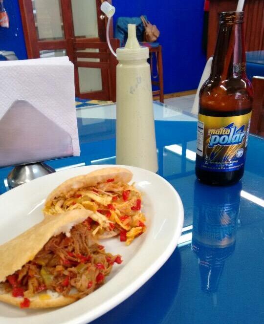 comidaDF_Araguaney_Arepas y cerveza colombiana