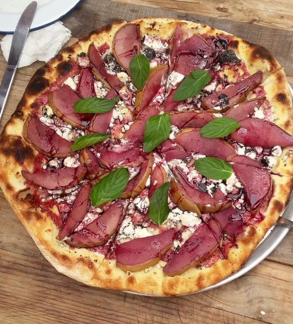 Pizza de pera al vino tinto