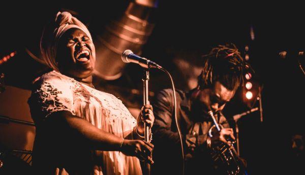 cantantes cubanas