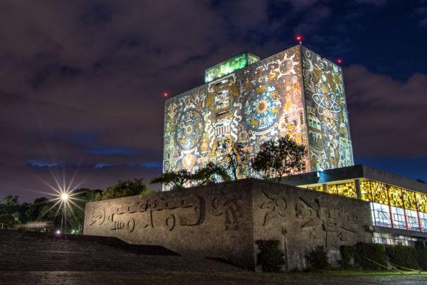 amantes de los libros en la Ciudad de México UNAM