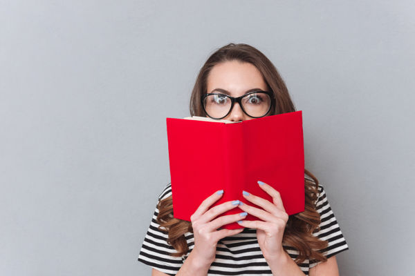 chica libro Shutterstock