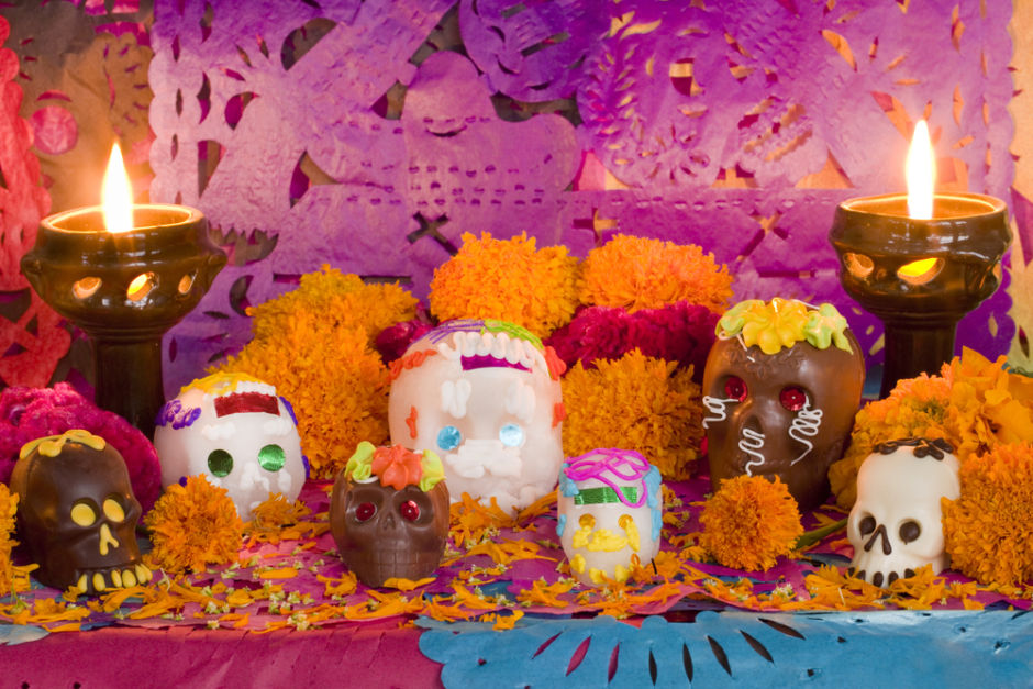 calaveritas de azúcar altar de muertos