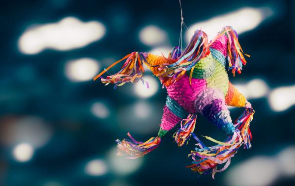tradiciones navideñas en México piñata