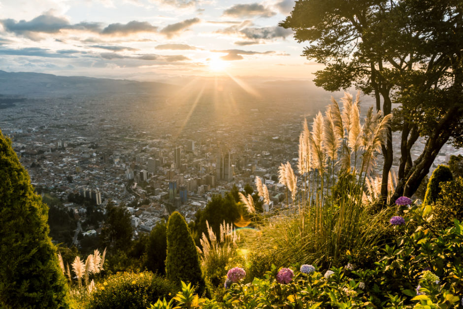 atardecer desde la cima de Monserrate en Bogota