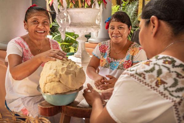todo sobre las tortillas mexicanas mujeres haciendo tortillas