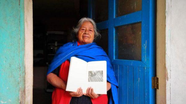 Tlakimilolli: voces del telar documental en náhuatl sobre tejedoras