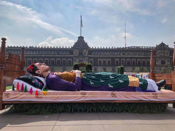 exposición sobre Frida en el Zócalo