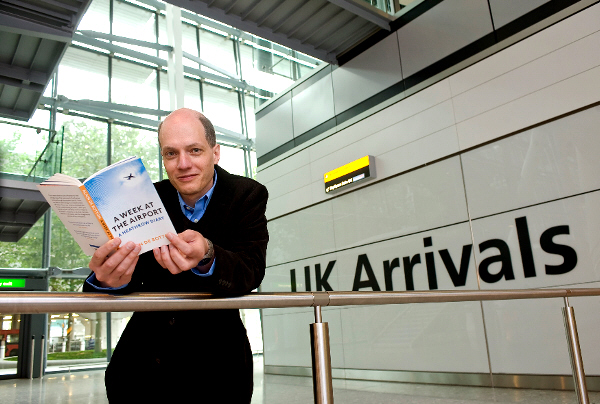 Alain de Botton - Week at the Airport