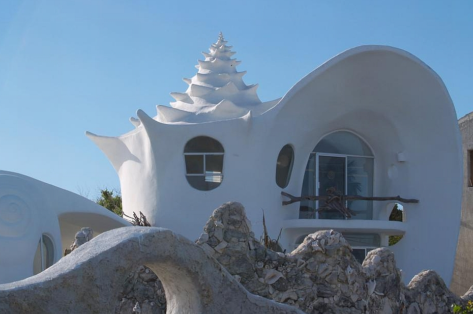 a house like a seashell by the ocean
