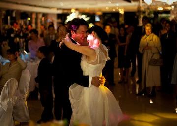 bridge and groom dancing