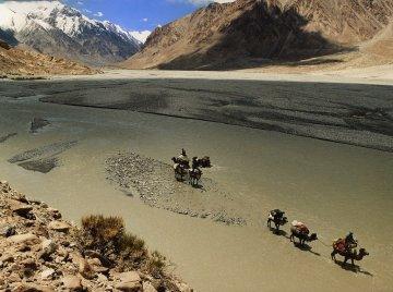 K2 trekking back