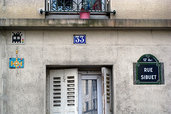 Invader mosaic in Paris