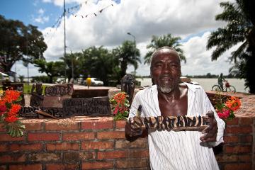 Suriname artisan