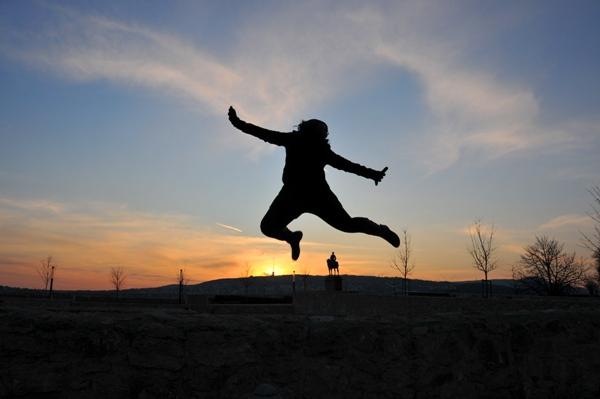 Lola Akinmade jumping